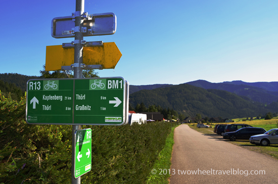 r13 bicycle route sign austria